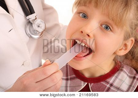Doctor  treat child for throat. Child care.