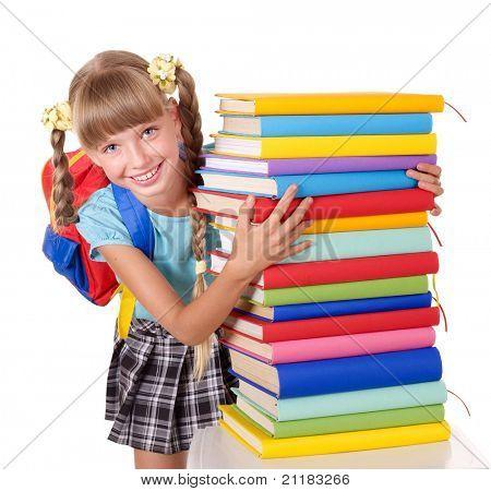 Colegiala con mochila sosteniendo la pila de libros. Aislado.