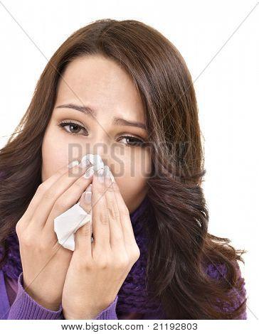 junge Frau mit Taschentuch haben kalt. isoliert.