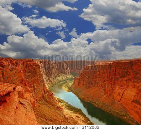 Agua en el comienzo del gran cañón