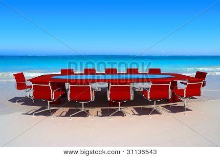 Meeting-Raum durch das Wasser in einem tropischen Strand