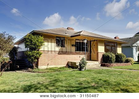 Yellow Brick American Rambler Exterior.