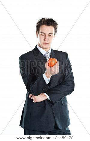 Hombre de negocios con una manzana roja