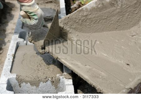 Filling Foundation Blocks With Mortar