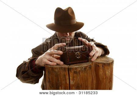 Adventurer is stealing treasure chest