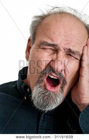 Hombre maduro en dolor
