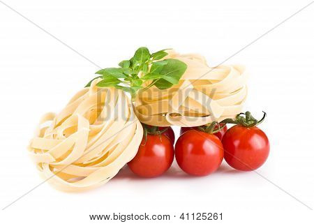 Tagiatelle Pasta With Tomatoes And Basil