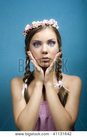 retrato de menina bonita surpresa