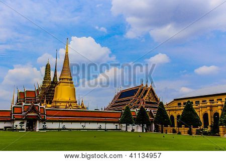 Beautiful Architecture and Landscape in Wat Phrakaew Bangkok