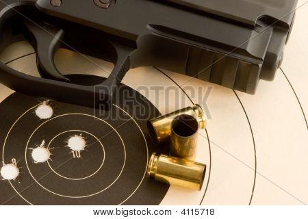 Alvo Bullseye e arma