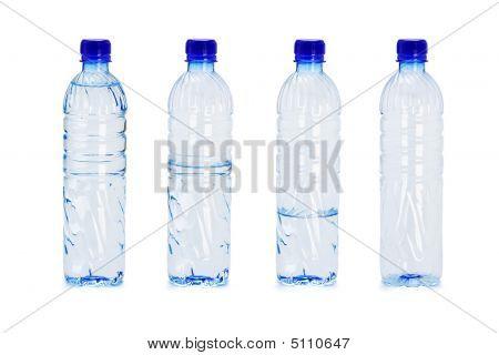 Kunststoff-Flaschen mit unterschiedlichen Wasser innerhalb