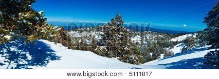 Panorama das montanhas do Chipre, com uma visão panorâmica