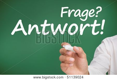 Hand writing questions and answers in german with a marker on green background