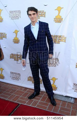 LOS ANGELES - JUN 26:  R j Mitte arrives at the 39th Annual Saturn Awards at the Castaways on June 26, 2013 in Burbank, CA