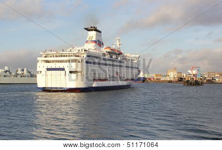 Passenger ferry arriving from france