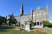 foto of washington skyline  - Georgetown University main building in Washington DC  - JPG