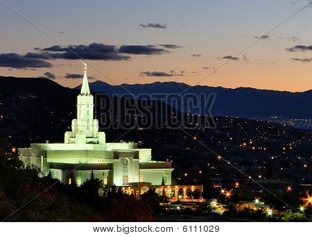 Bountiful Temple at Dusk in the Fall