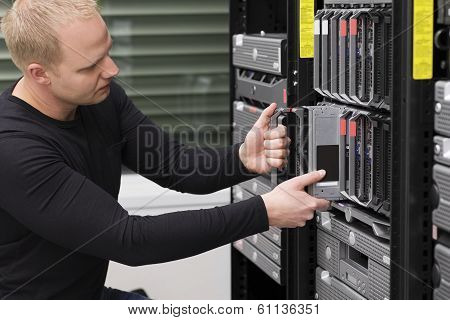 IT Consultant Maintain Blade Server in Datacenter