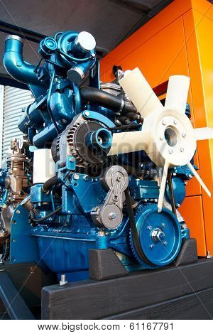 Automobile internal combustion engine