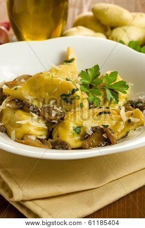 Culurgiones with mushrooms