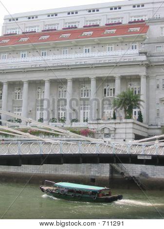 Cavenagh Bridge Next To Fullerton Hotel In Singapore