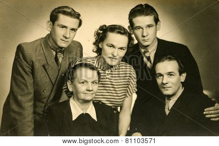GERMANY, CIRCA THIRTIES: Vintage photo of mother with four adult children