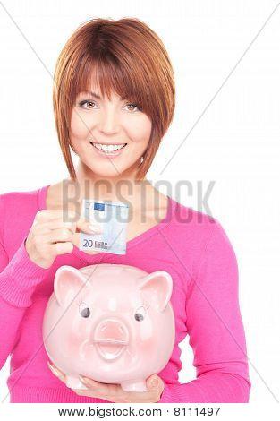 schöne Frau mit Piggy Bank und Geld