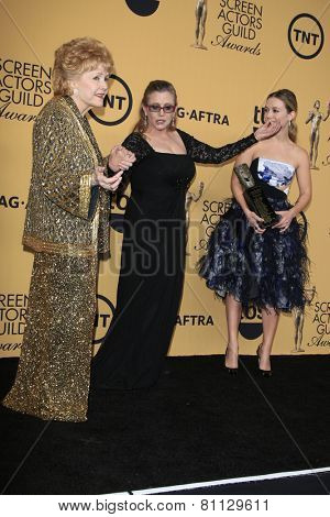 LOS ANGELES - JAN 25:  Debbie Reynolds, Carrie Fisher, Billie Lourd at the 2015 Screen Actor Guild Awards at the Shrine Auditorium on January 25, 2015 in Los Angeles, CA