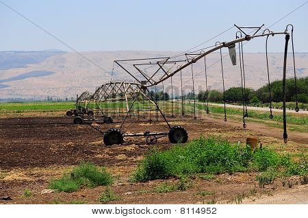 IRRIGATION PIVOT .