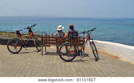 Cyclists taking a break on the promenade