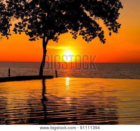 Sunset Pool Tourist Dream