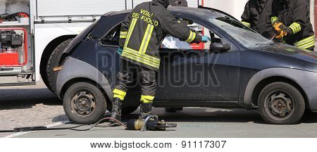 Firefighters Freed The Wounded By Car Accident Sheet