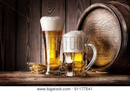 Mug and a glass of light beer with ears of barley
