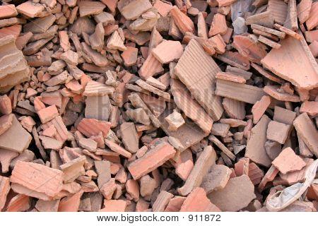 Escombros de ladrillos rojos