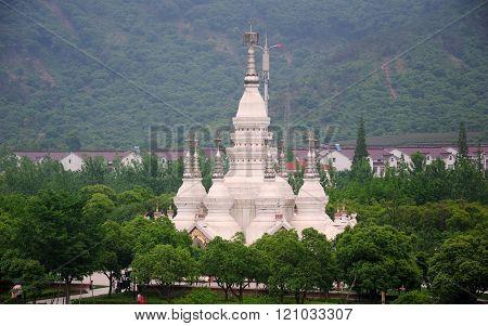 Manfeilong pagoda
