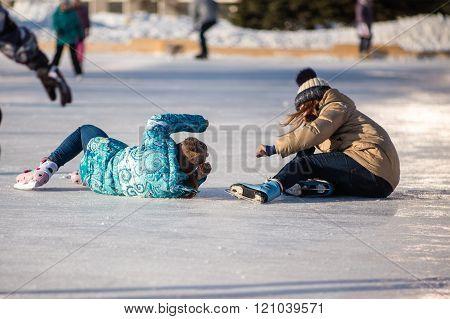 The children fell skating