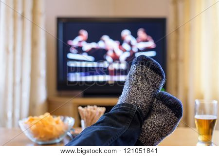 Television, Tv Watching (boxing Match) With Feet On Table Eating Snacks And Drinking Beer - Stock Ph