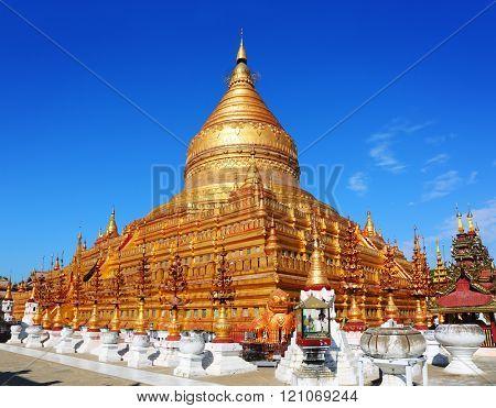 The golden Shwezigon Pagoda (Shwezigon Paya) in Bagan, Myanmar (Burma).