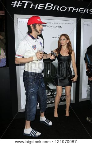 LOS ANGELES - MAR 3:  Sasha Baron Cohen, Isla FIsher at the The Brothers Grimsby Premiere at the Regency Village Theater on March 3, 2016 in Westwood, CA