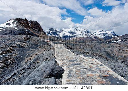 Way To  Pastoruri Glacier In Cordillera Blanca, Northern Peru