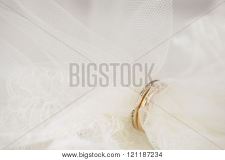 Wedding veil put through golden rings