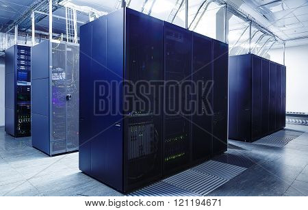 ranks supercomputers in the server room