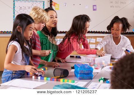 Elementary school teacher uses block play in class with kids