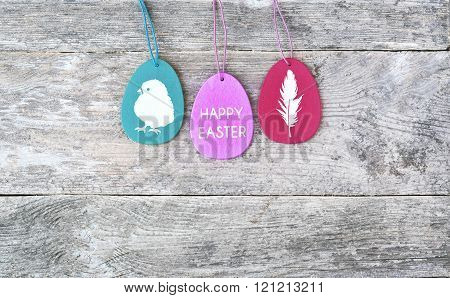 Happy easter. Easter egs decorated on the wood backgraund . Pascua