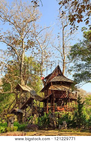 Lodging treehouse