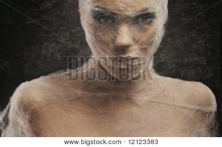 Porträtgemälde von einer jungen Frau im Verband