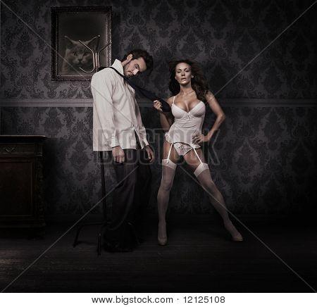 Dominando a mulher e homem bonito