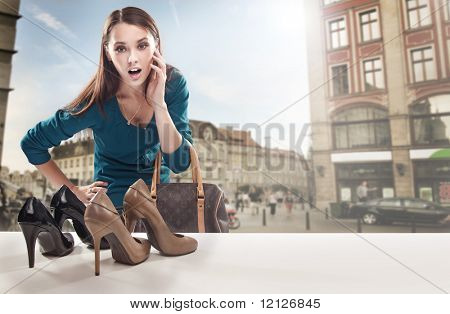 Young Woman looking at Schaufenster