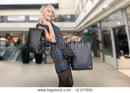 Cute blonde holding papperbag