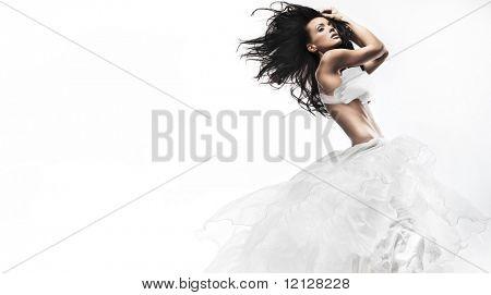 Mulher sexy com vestido branco